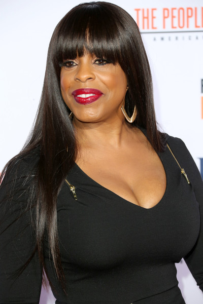 Niecy Nash showed off a sleek straight hairstyle with eye-skimming bangs at the premiere of 'American Crime Story: The People v. O.J. Simpson.'