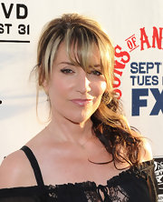 Katey Sagal achieved a youthful feminine look with her side-swept curls at the 'Sons of Anarchy' Season 3 premiere.