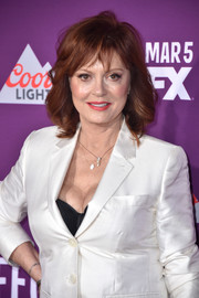 Susan Sarandon got all dolled up with this gorgeous wavy hairstyle with wispy bangs for the premiere of 'Feud: Bette and Joan.'