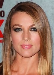 Natalie Zea wore a shimmering shade of glossy pink lipstick for the season three premiere of 'Justified.'