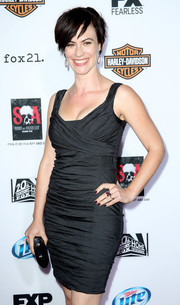 Maggie Siff chose a simple yet sexy ruched gray mini dress for her red carpet look during the premiere of 'Sons of Anarchy' season 6.