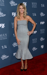 Kaitlin Olson showed off her figure in this By Johnny mermaid-hem strapless dress at the premiere of 'It's Always Sunny in Philadelphia.'