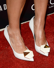 Jessica Alba was monochrome from head to toe in white geometric Nicholas Kirkwood pumps at the premiere of 'A.C.O.D.'