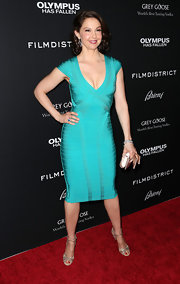 Ashley Judd showed her awesome curves in this teal bandage dress with a deep v-neck.
