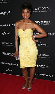 Angela Bassett showed off her rockin' body with this yellow strapless dress with flattering sweetheart top.