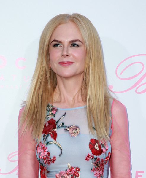 Nicole Kidman opted for a loose, pin-straight hairstyle when she attended the premiere of 'The Beguiled.'