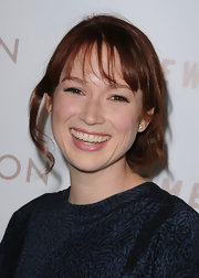 Ellie Kemper donned a loose bun while attending the premiere of 'Somewhere'. Wispy bangs completed her look.