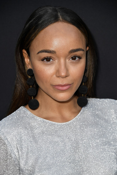 Ashley Madekwe went for a no-frills center-parted 'do when she attended the premiere of 'The Zookeeper's Wife.'
