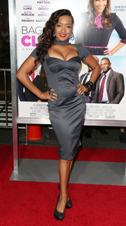 Jennia Fredrique looked sultry at the 'Baggage Claim' premiere in a gray sheath with a cleavage-baring cutout.