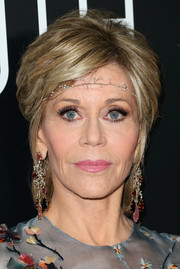 Jane Fonda's multi-gem chandelier earrings were a perfect complement to her colorful dress.