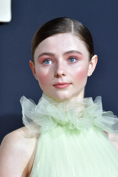 Thomasin McKenzie sported a sleek side-parted ponytail at the premiere of 'Jojo Rabbit.'