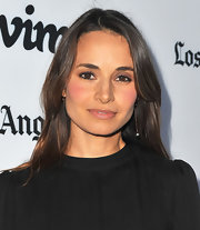 Mia Maestro kept her beauty look at the 'Some Girl(s)' premiere very simple and chic with a barely-there lip.