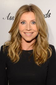Sarah Chalke looked very girly with her textured waves during the 'Ass Backwards' premiere.