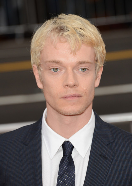 More Pics of Alfie Allen Men's Suit (1 of 7) - Alfie Allen Lookbook - StyleBistro