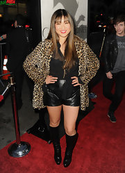 Jenna Ushkowitz added some glam-rock to her red carpet look with this leopard print fur coat.