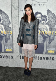 Margaret Qualley layered a textured silver and teal blazer over a pale-pink lace dress, both by Chanel, for the premiere of 'The Leftovers' season 3.
