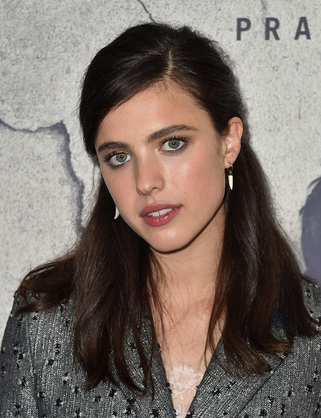 Margaret Qualley kept it classic and youthful with this half-up hairstyle at the premiere of 'The Leftovers' season 3.