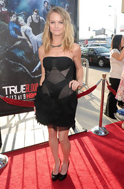 Lindsay showed off her cute cocktail dress while hitting the premiere of 'True Blood'.