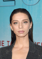 Angela Sarafyan wore a slicked-back straight hairstyle at the premiere of 'True Detective' season 3.