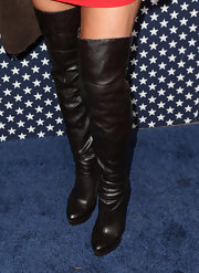 Sandra Vidal chose cool over-the-knee leather boots for her sleek look at the 'Veep' season 2 premiere.