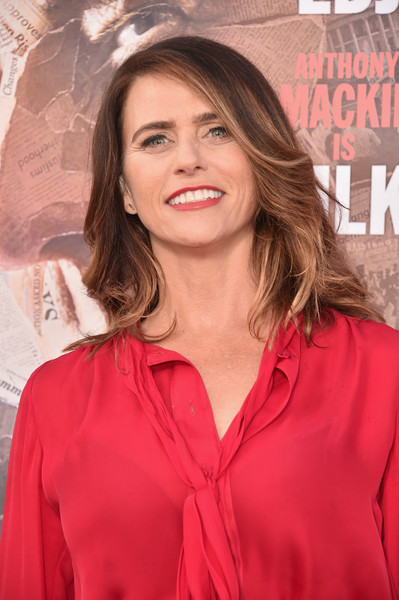 Amy Landecker attended the premiere of 'All the Way' wearing her hair in a feathered flip.