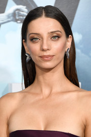 Angela Sarafyan opted for a no-frills hairstyle when she attended the premiere of 'Westworld.'