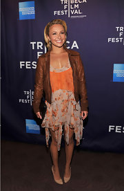 Hayden looked stylish at the Tribeca Film Festival in a brown leather jacket over a floral frock. The actress knows the perfect way to balance out a feminine dress with an edgy add-on.