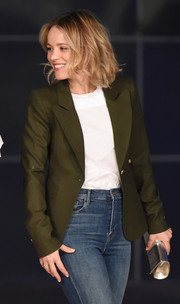 Rachel McAdams styled her look with a metallic silver clutch.