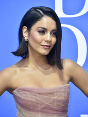 Vanessa Hudgens looked cute wearing this asymmetrical 'do with flippy ends at the premiere of 'Dog Days.'