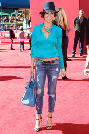 Brooke Burke-Charvet was casual-chic in a bright blue tunic during the premiere of 'The Lego Movie.'