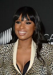To counter balance her heavy smoky eye, Jennifer Hudson chose a subtle nude lip color.