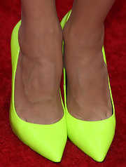 Edy added a pop of color to her white frock by pair it with these neon green pumps.