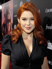 Renee Olstead showed off vintage-glam curls at the premiere of 'The Choice.'