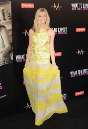 Brooklyn Decker stole the spotlight at the 'What to Expect When You're Expecting' premiere wearing this lemon print dress.