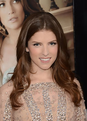 Anna Kendrick added a pearly nude lipstick to her ultra-feminine look at the 'What to Expect When You're Expecting' premiere.