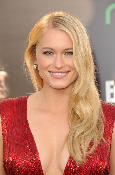 Leven Rambin attended 'The Hunger Games' premiere wearing her hair in long side-swept waves.