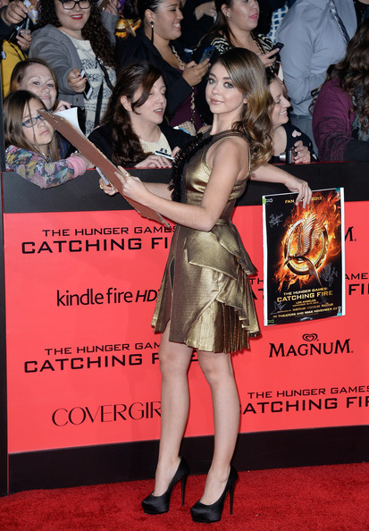 More Pics of Sarah Hyland Medium Wavy Cut (1 of 15) - Sarah Hyland Lookbook - StyleBistro [the hunger games: catching fire,the hunger games,premiere,red carpet,carpet,flooring,fashion,event,leg,dress,thigh,arrivals,sarah hyland,california,los angeles,nokia theatre l.a. live,lionsgate,cathching fire,premiere]