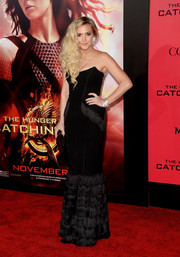 Ashlee Simpson looked sultry in a strapless black mermaid gown by Amanda Wakeley during the 'Catching Fire' LA premiere.