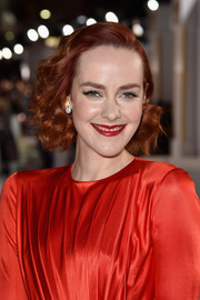 Jena Malone sported vintage-glam short curls at the 'Hunger Games: Mockingjay Part 1' premiere.