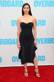 Roselyn Sanchez was edgy-sexy in a strapless LBD with lace-up detailing at the premiere of 'Overboard.'