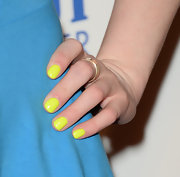 Fallon Goodon added a pop of color to her red carpet look when she sported this neon yellow nail polish.