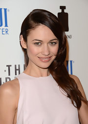 Olga Kurylenko chose a deep part and a behind-the-ear 'do for an easy and quick red carpet look.