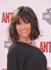 Evangeline Lilly wore a casual and cute wavy 'do with wispy bangs to the 'Ant-Man' premiere.