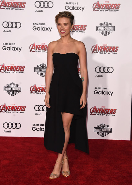 Scarlett Johansson capped off her look with a pair of studded gold sandals by Jerome C. Rousseau.