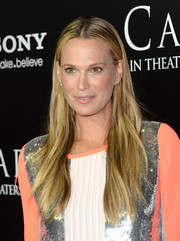 Molly Sims wore her hair in a casual center-parted style when she attended the premiere of 'Carrie.'