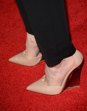 Portia Doubleday hit the 'Carrie' red carpet wearing chic nude wedge pumps.