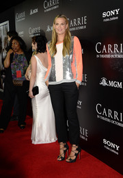 Molly Sims paired black slacks with a glittery blouse for her 'Carrie' red carpet look.