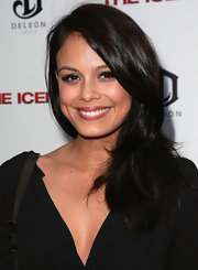 Nathalie Kelley kept it simple yet sweet with this side sweep at the premiere of 'The Iceman.'
