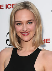 Jess Weixler attended the 'Iceman' premiere wearing a minimally styled bob.