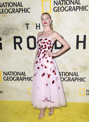 Kate Bosworth looked picture-perfect in a strapless pink Oscar de la Renta dress with red sequin clusters at the premiere of 'The Long Road Home.'